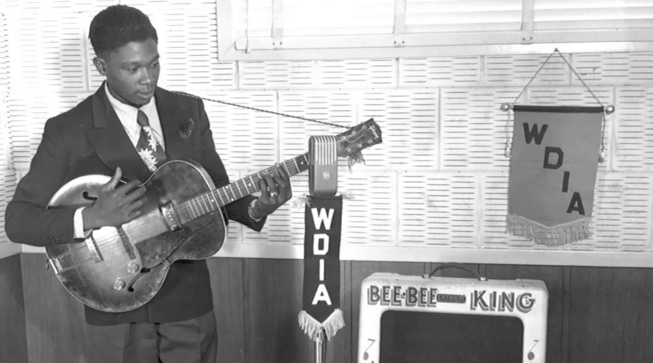BB King jovem tocando na radio wdia de memphis